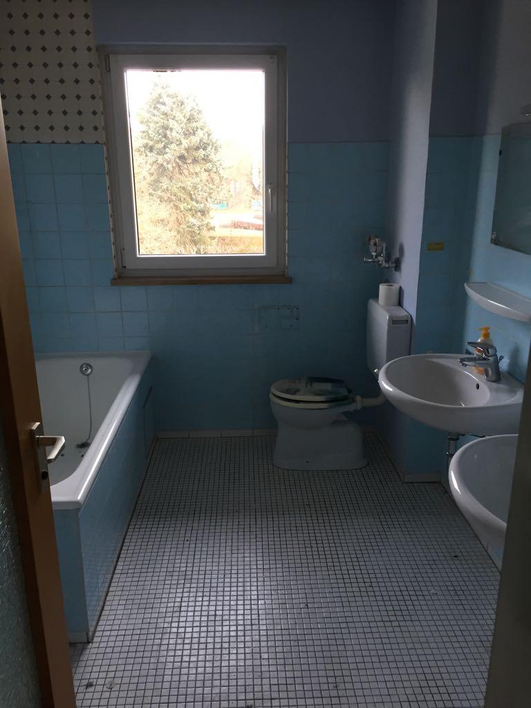 entr mpelung 5 zimmer wohnung mit keller und 2 b der in. Black Bedroom Furniture Sets. Home Design Ideas